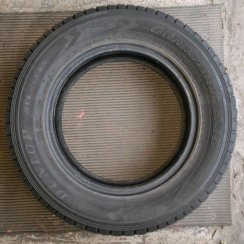 Продам зимнюю резину Dunlop Grandtrek SJ6 215/65 R 16 98Q