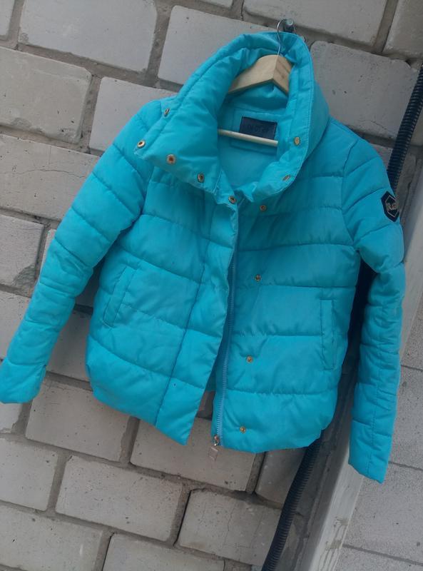 Красивая осенняя куртка раз. s