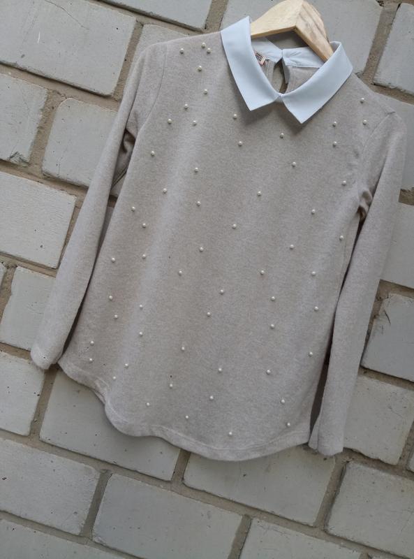 Нежный свитерок с перлинами спереди раз. xl