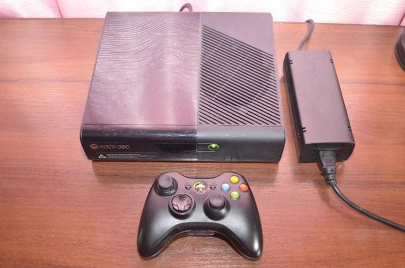 Xbox 360 E Slim 250gb Freeboot + Игры