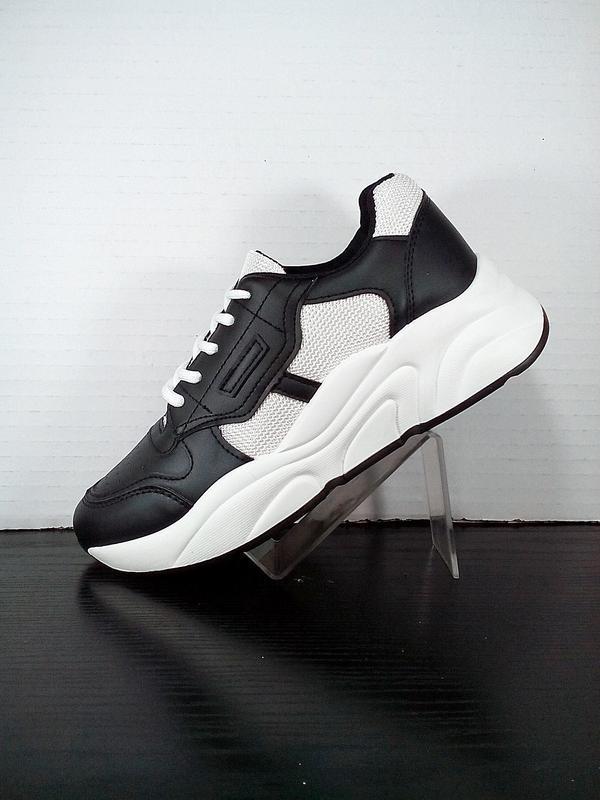 Женские  кроссовки на платформе в сетку. на толстой подошве че...