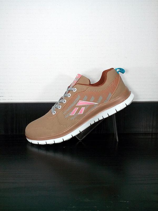 Спортивные кроссовки sayota. легкие, для бега и тренировок.