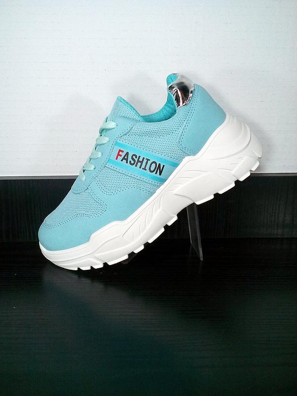 Спортивные женские кроссовки на платформе в сетку. на толстой ...