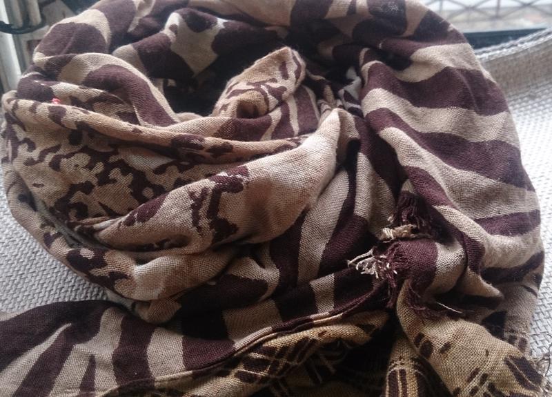 Бежево коричневий шарф