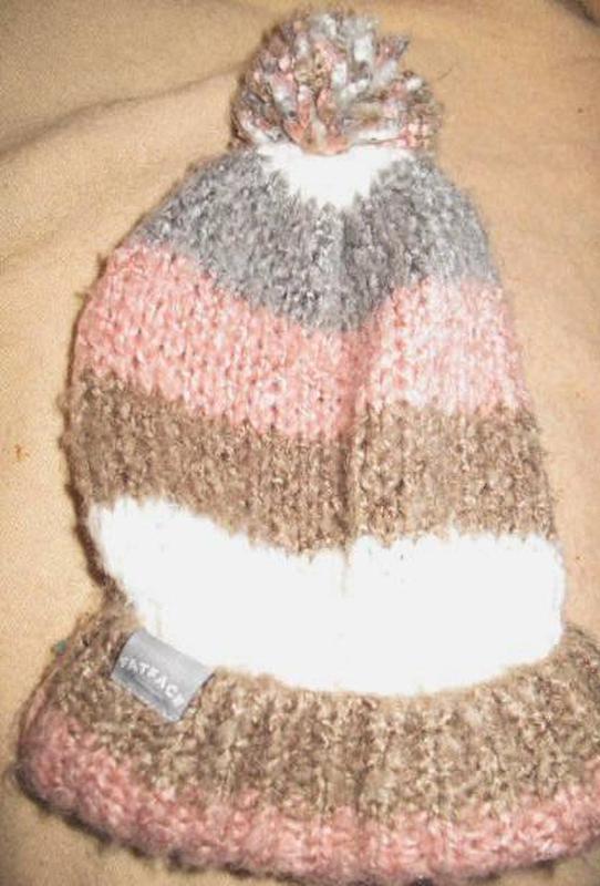 Бежева тепла шапка fat face з помпоном