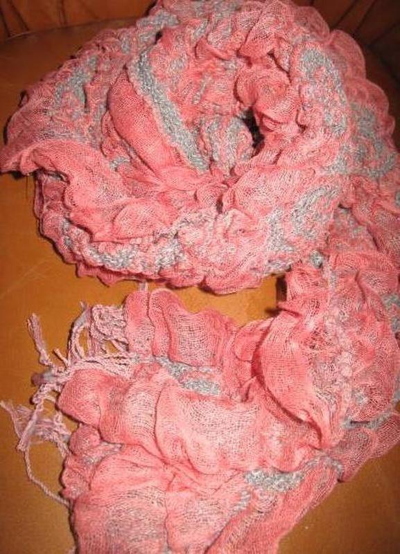 Оригінальний рожевий шарф