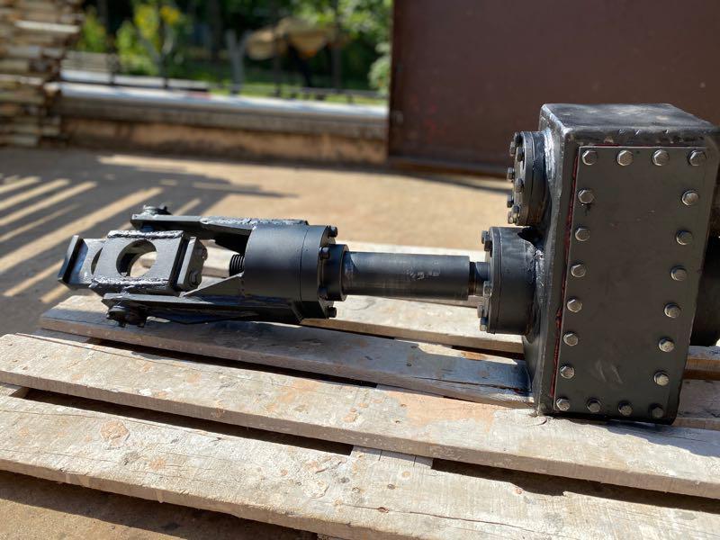 Редуктор для буровой установки с элеватором устройство конвейера скребкового