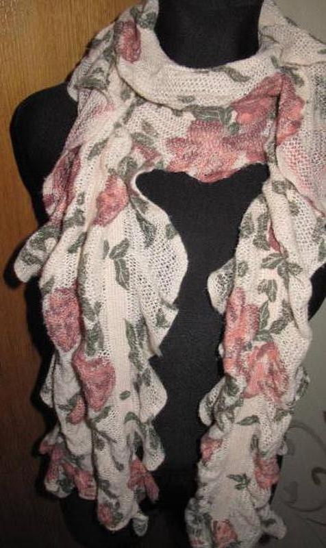Рожевий кольоровий шарф квіти