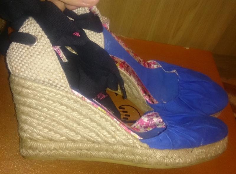 Стильні сині босоніжки р41 нові vienty