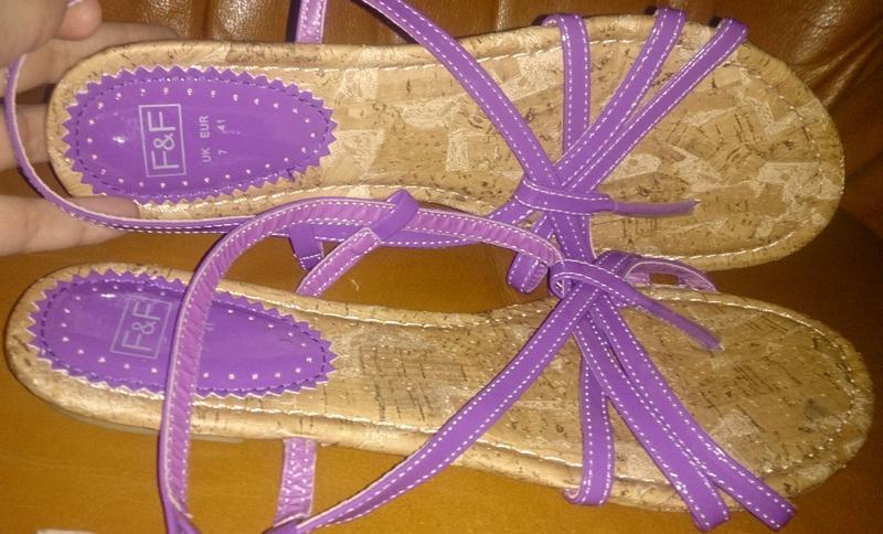 Стильні фіолетова босоніжки р41 нові f&f