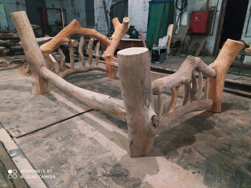 Кровать из натурального дерева сосны.