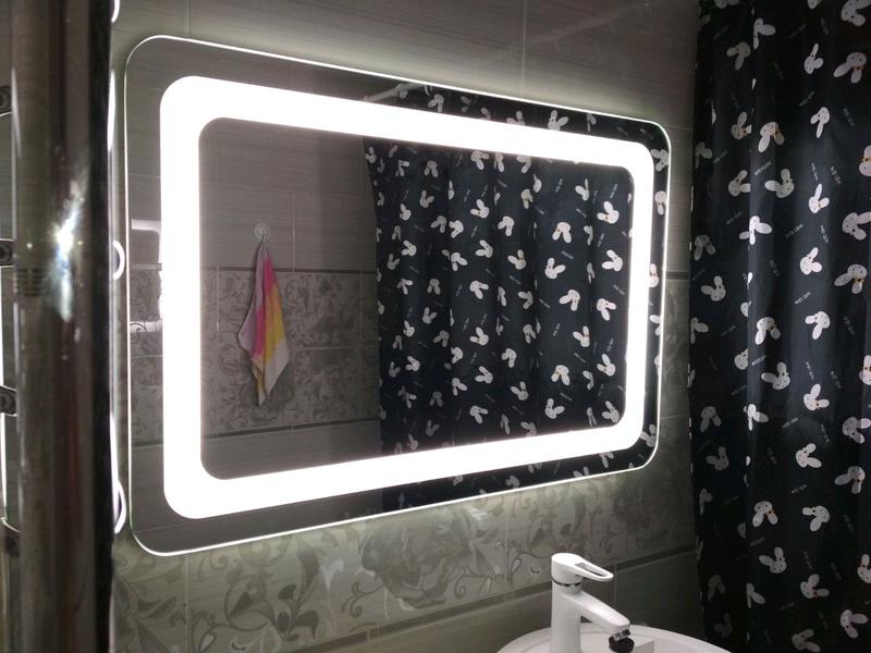 Дзеркало з LED підсвідкою у ванну із заокругленими кутиками.