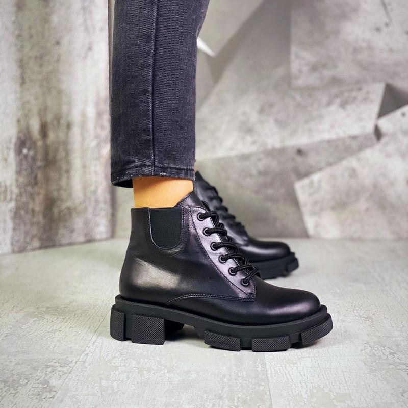 Шикарные женские кожаные чёрные  короткие ботинки