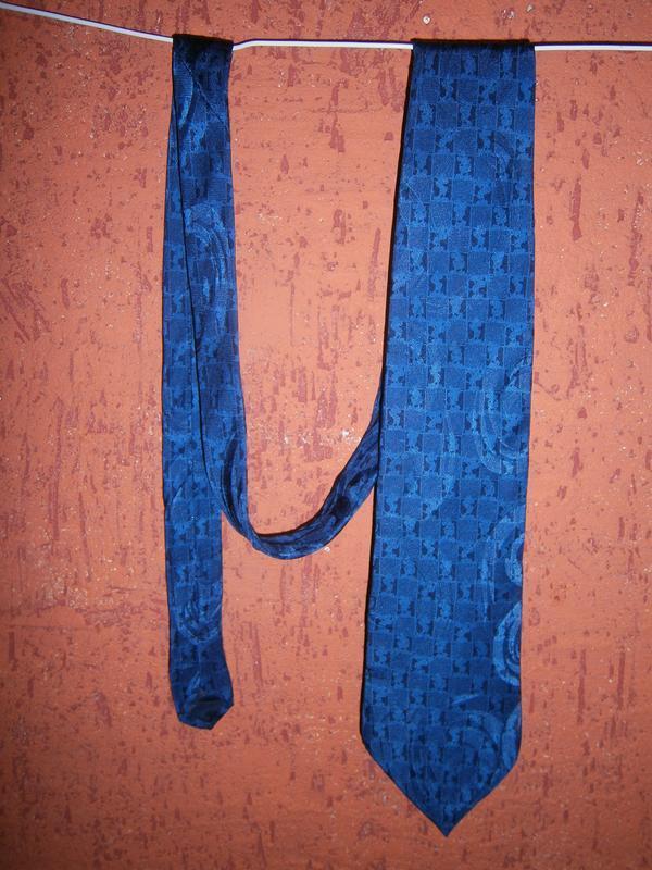 Интересный синий галстук с мики  маус шелк disney