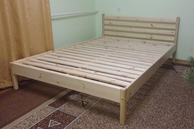 Ліжко дерев'яне, без викрутасів, одне бильце, 1.0