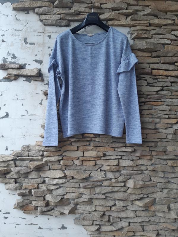 Пуловер с воланами большого размера