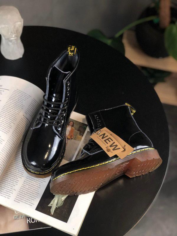 Лакированные женские демисезонные ботинки dr. martens