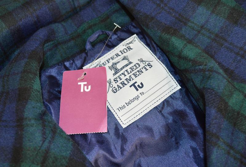 Брендовое демисезонное легкое пальто в клетку с карманами tu в... - Фото 5