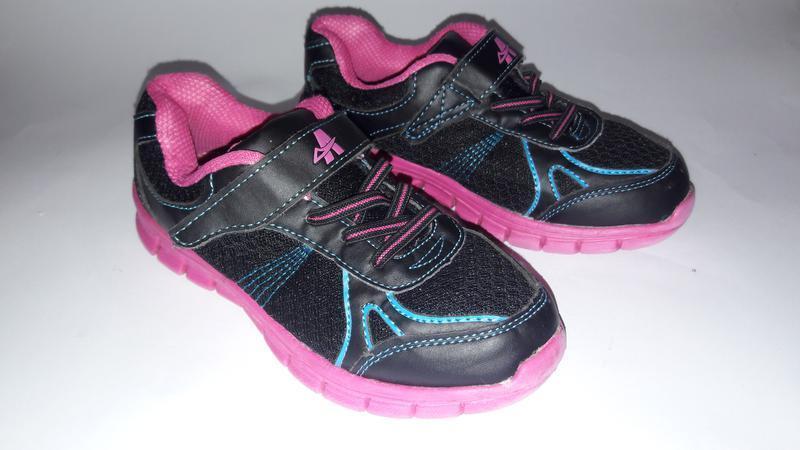 Лёгкие кроссовки для девочки