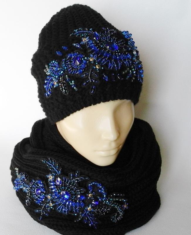 Комплект шапка+снуд с вышивкой ручной работы.