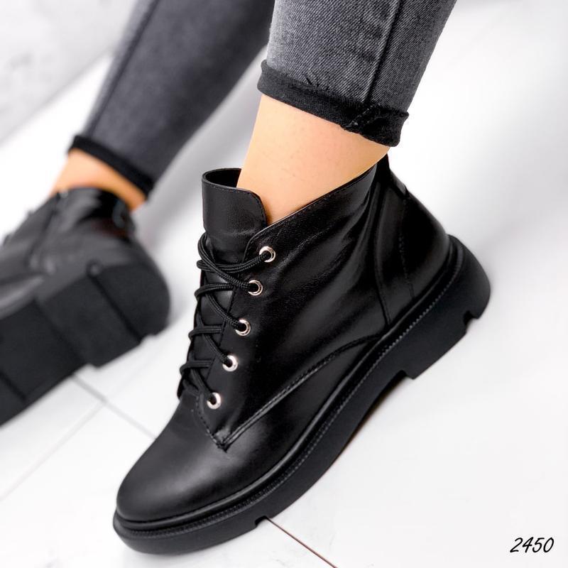 Женские  кожаные демисезонные короткие чёрные ботинки