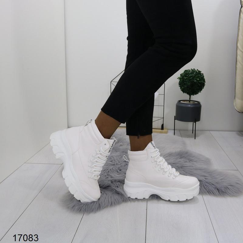 Высокие белые кроссы хит