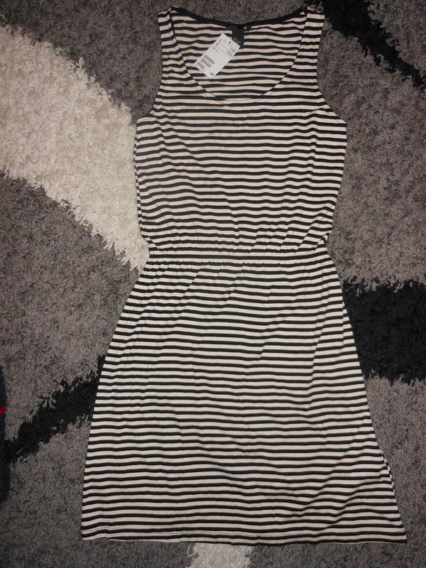 Трендовое платье в полоску (новое)