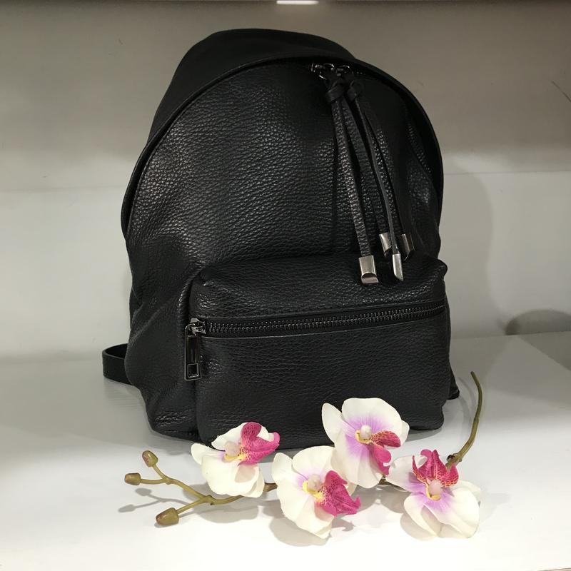 Черный рюкзак кожа италия