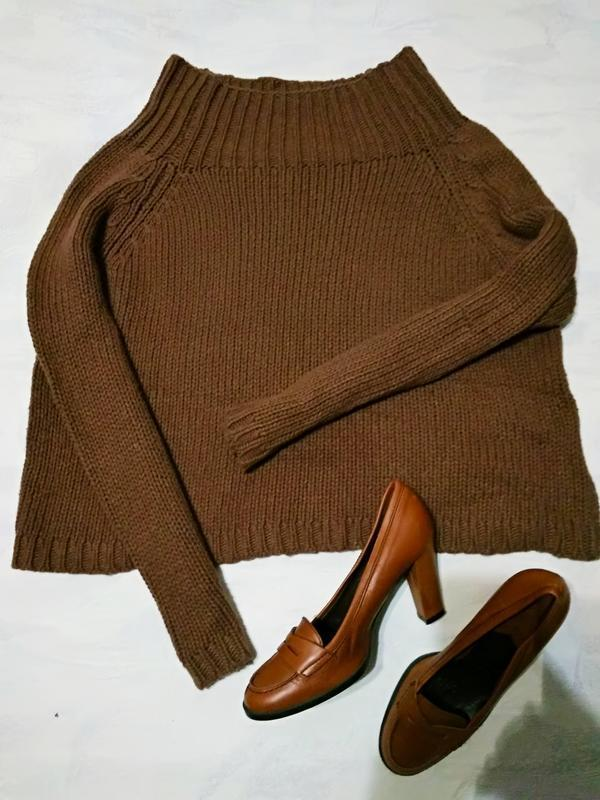 Брендовый свитер с широкой горловиной от zara