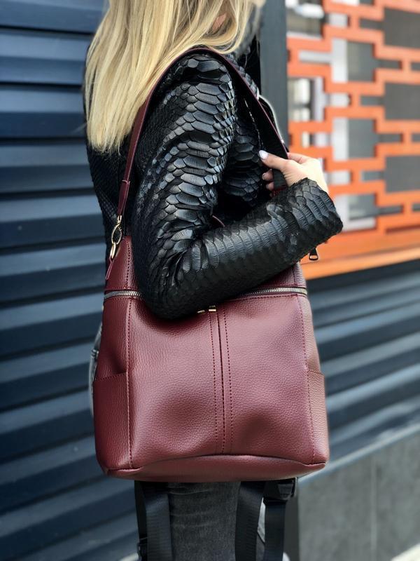 Молодежный сумка-рюкзак фроги бордового цвета 460070 - Фото 2