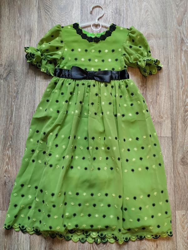 Гарнюнє святкове платтячко на 5-6 років