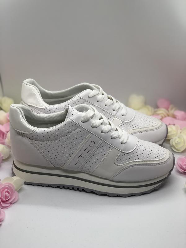 Белые спортивные кроссовки  на платформе