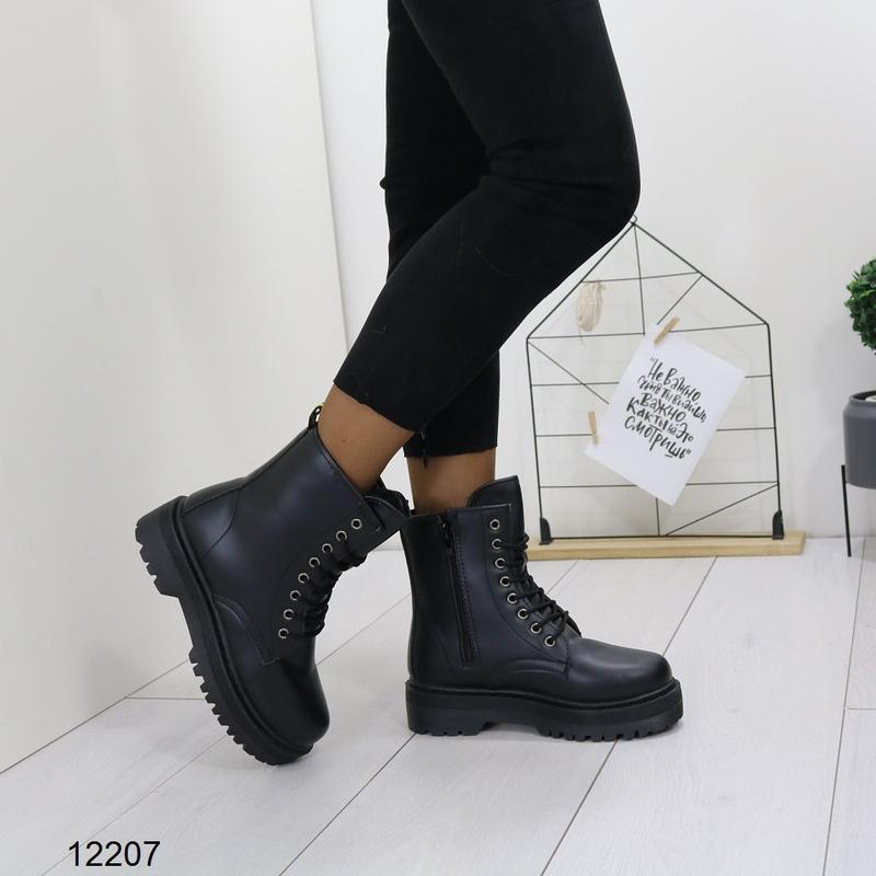 Высокие чёрные тёплые ботинки на массивной подошве,чёрные груб... - Фото 2