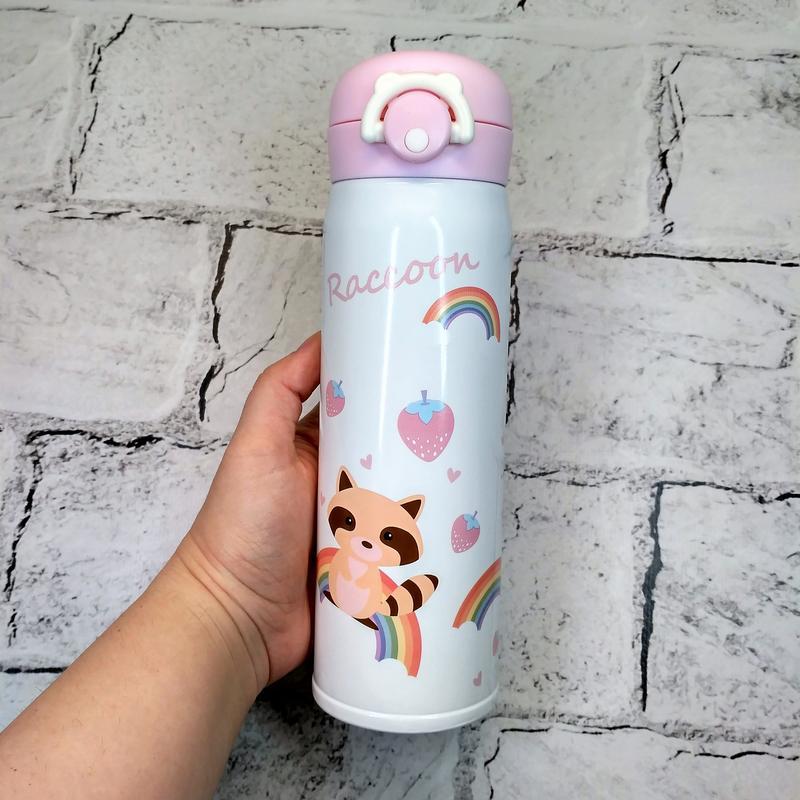 Термос, термокружка розового цвета с изображением енота. Идеален