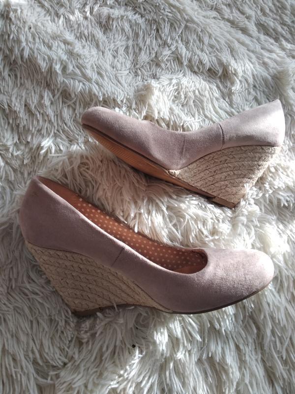 Новые нюдовые туфли на платформе 38