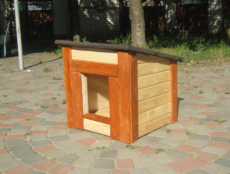 Красивая будка для маленькой собаки или котов
