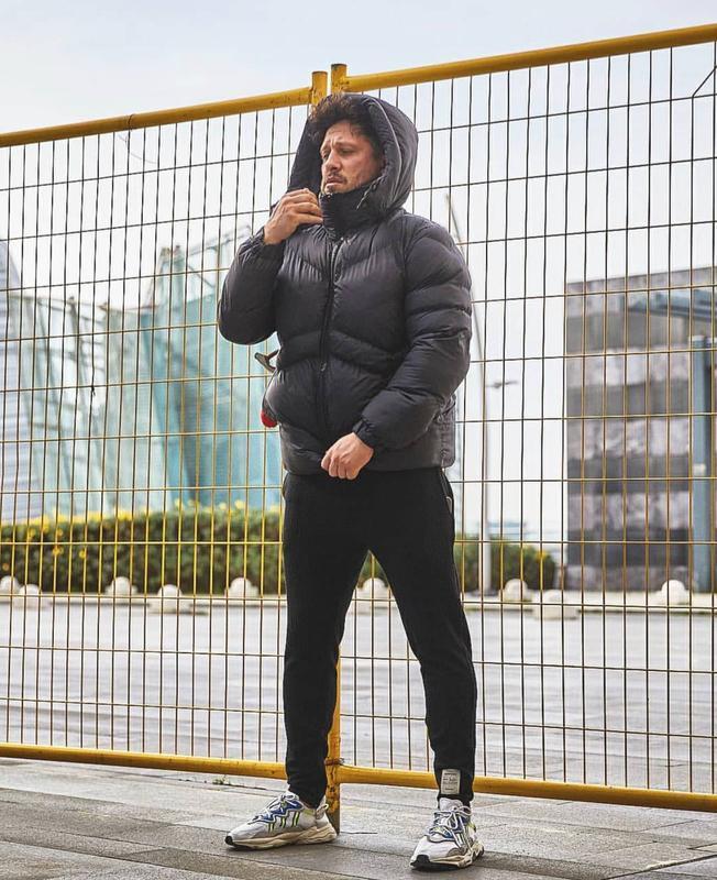 Мужская зимняя куртка пуховик черного цвета - Фото 2
