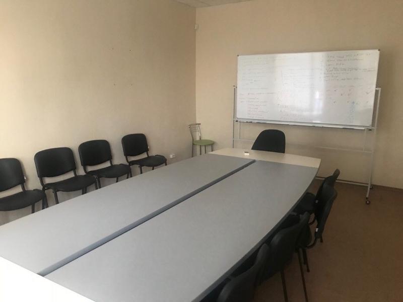Мебель для офиса и дома. Столы, шкаф, стеллажи