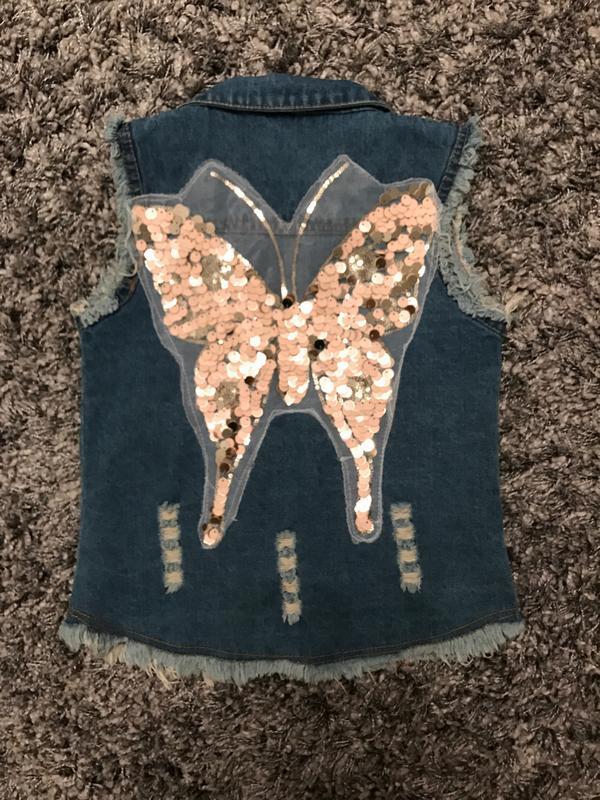 Жилетка джинсовая с паетками новая рост 110