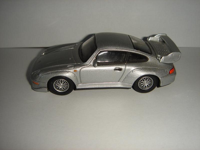 Продам машинку металлическую PORCHE 911 GT. 1:43