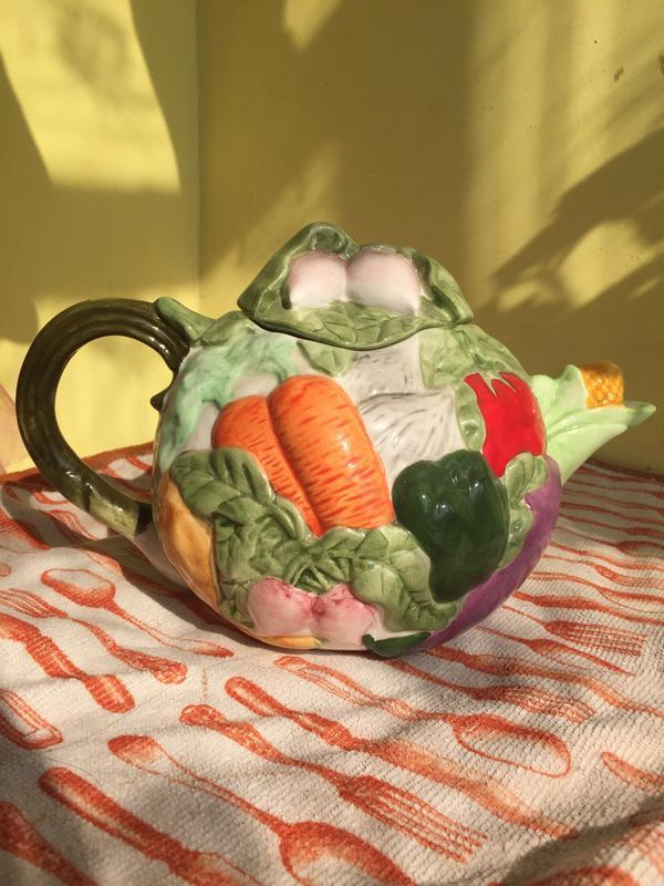 Керамический чайник заварник с оригинальным дизайном с овощами