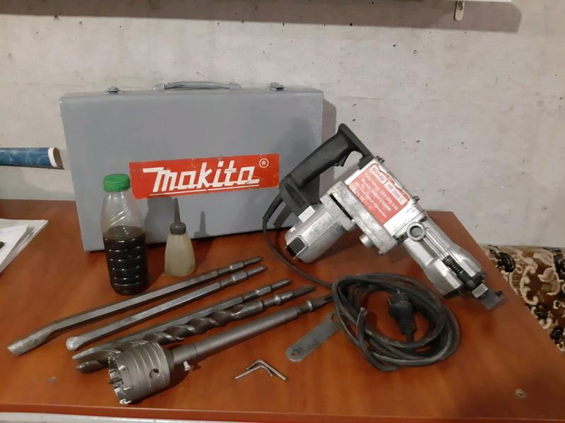 Отбойный молоток Makita HR 3000 c