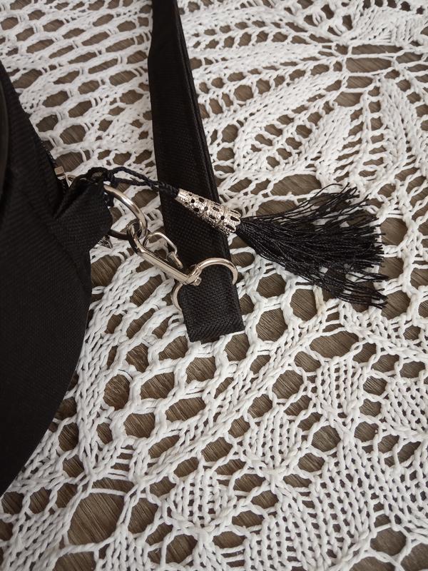 Круглая сумочка на длинном ремешке. вышивка в виде кружева. - Фото 7