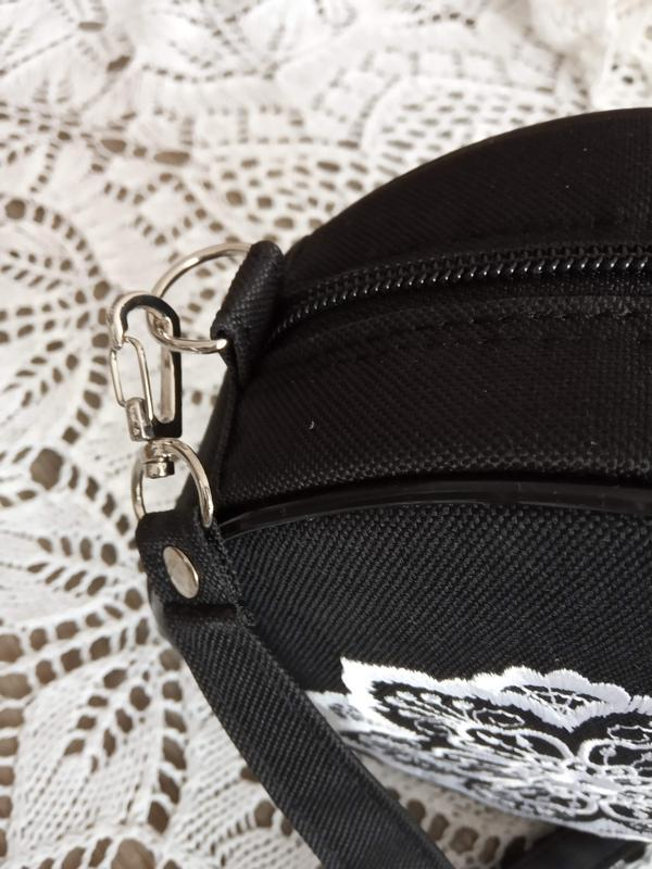 Круглая сумочка на длинном ремешке. вышивка в виде кружева. - Фото 8