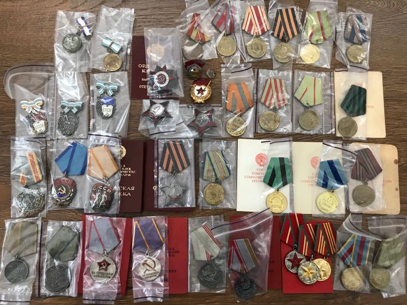 Продам коллекцию наград медали