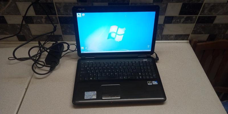 Красивый надежный ноутбук Asus K50IN почти в идеальном состоянии