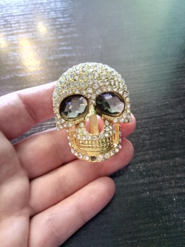 Брошь украшение череп.