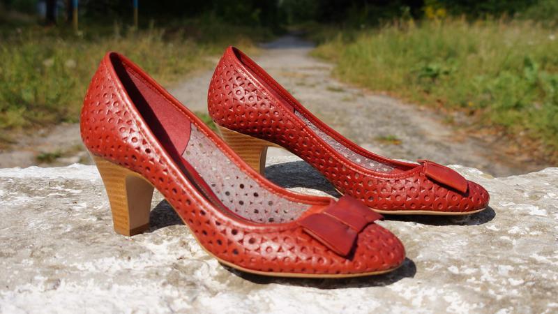 Літні шкіряні туфлі clarks