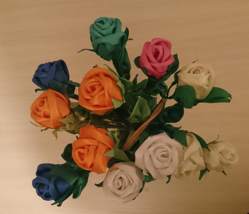 Рози з атласної ленти