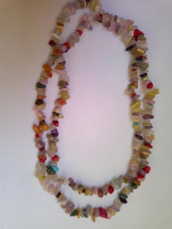 Длинные бусы из камней самоцветов